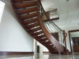 Domański producent schodów z drewna