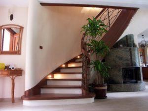 Domański schody drewniane zakręcane