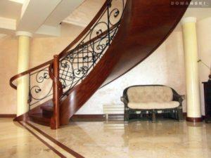 Domański schody wewnętrzne drewniane galeria
