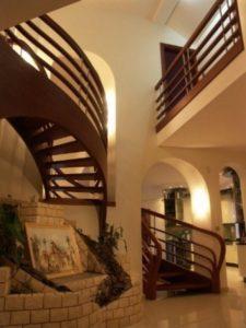 Domański balustrady drewniane wewnętrzne galeria