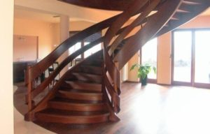 Domański projekt schodów drewnianych wewnętrznych