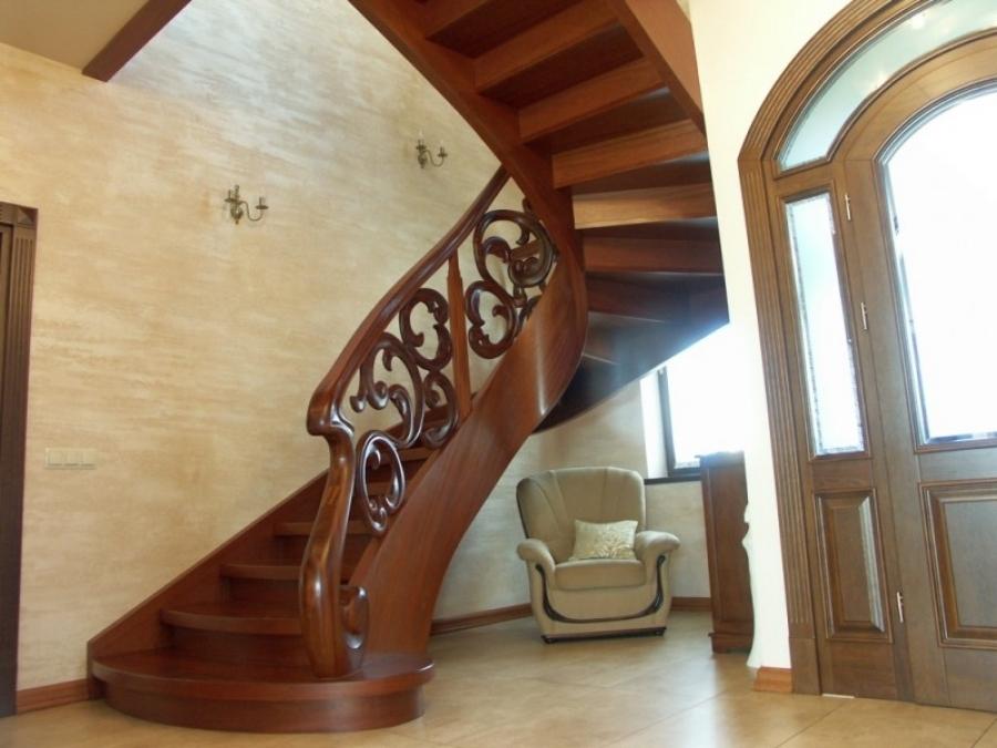 Domański drewniane schody wewnętrzne