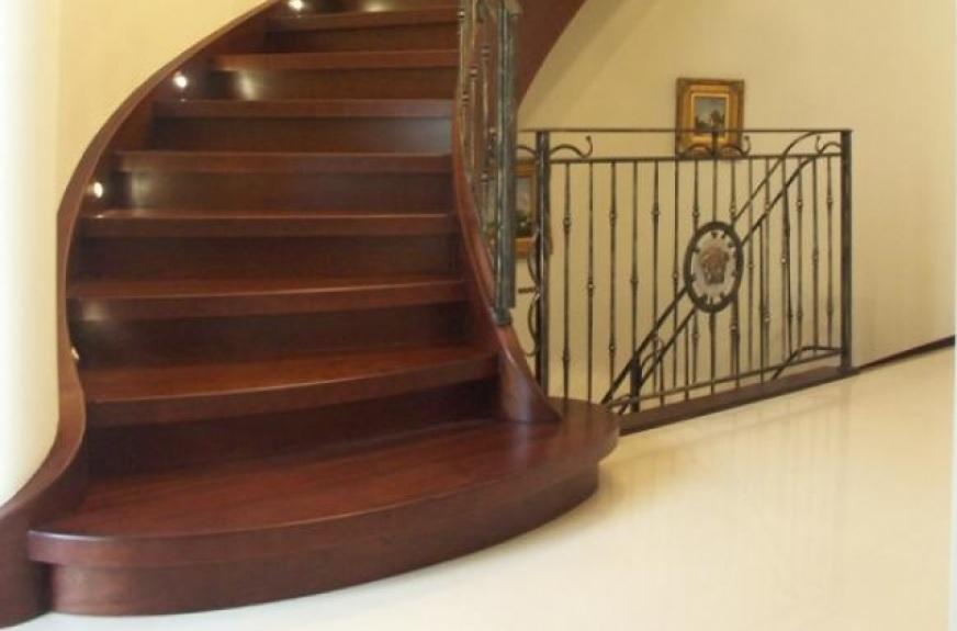 drewniane schody kręcone firmy Domański