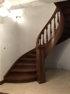 schody drewniane kręcone